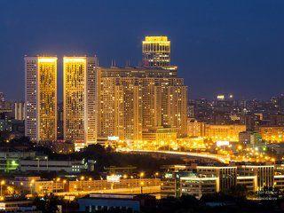 Ночной вид с 33 этажа на человеческий муравейник на Беговой.