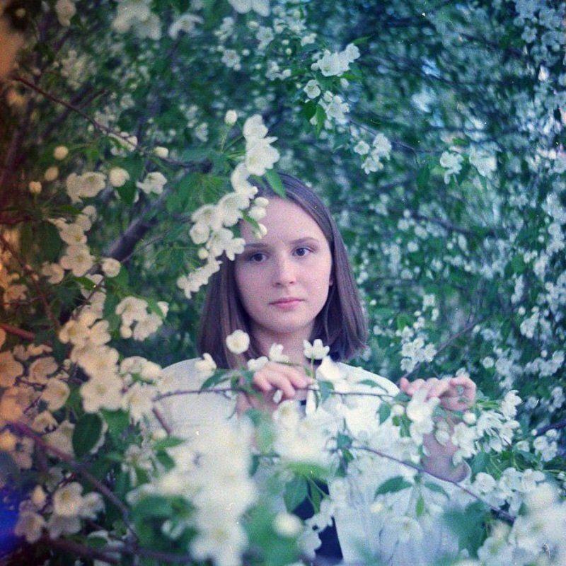 портрет с яблонейphoto preview