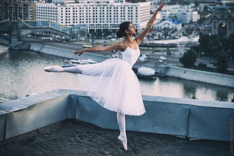 балерина, прыжок, вечер, крыша, закат, солнце, балет Балеринаphoto preview