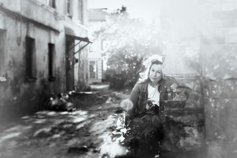 двор, детство, девушка, город, весна, backyard, childhood, girl, city, spring В дворике детстваphoto preview