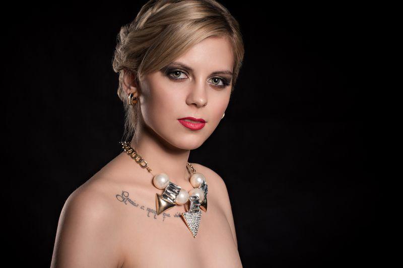model, beauty, portrait, jewelry,studio beautyphoto preview