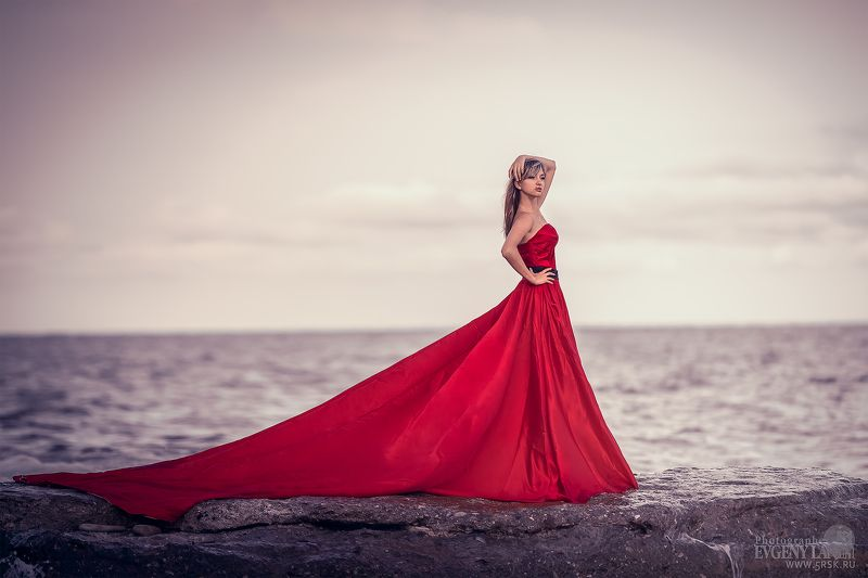 девушка,море,платье Девушка в красном прекрасна!...photo preview