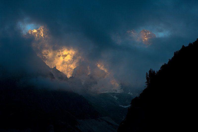 горы, кавказ, осетия, россия, ледник, природа, закат, облака, russia, nature, clouds, mountains, landscape, gold, sun, sunset Золото льдаphoto preview