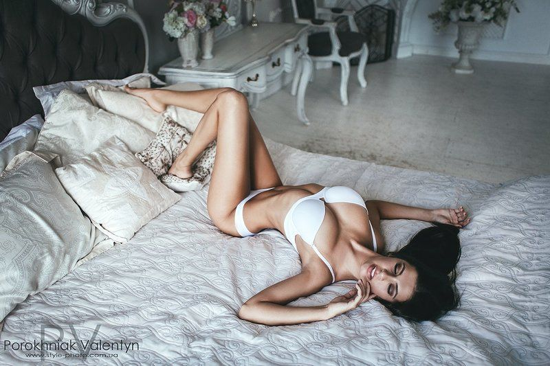девушка, кровать, купальник, на кровати, нежная photo preview