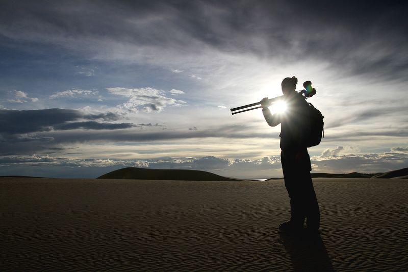 портрет, контровый свет, песок, монголия Пейзажистphoto preview