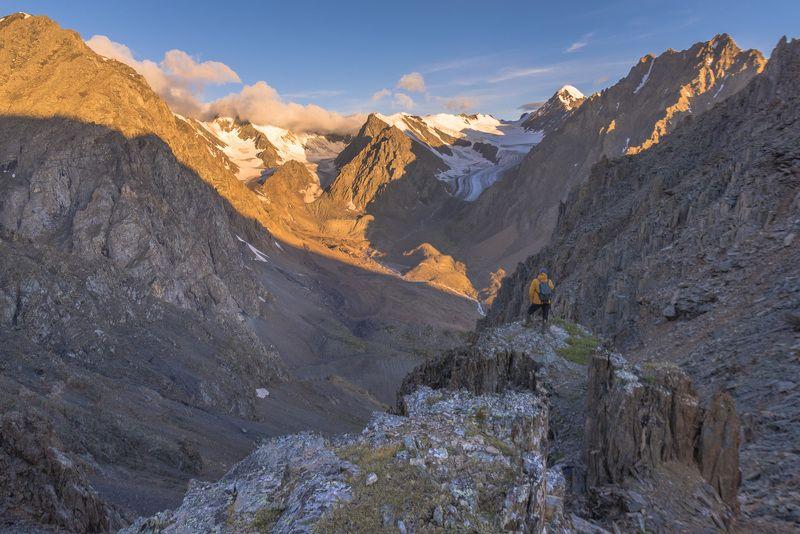 пейзаж, природа, горы, снег, ледник, лед, река, рассвет, утро, туризм Рассвет над долиной Актруphoto preview