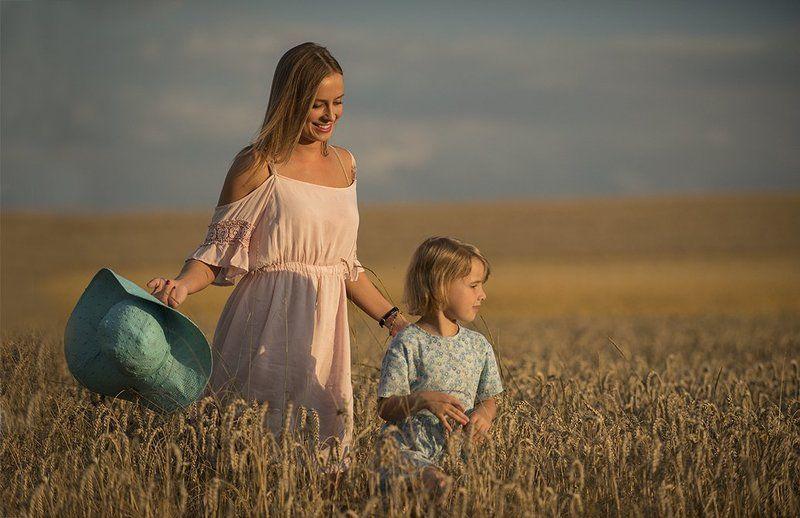 Child, Field, Landascape, Light, Model, People, Portrait, Summer, Sun, Sunset, Woman SummerTimephoto preview