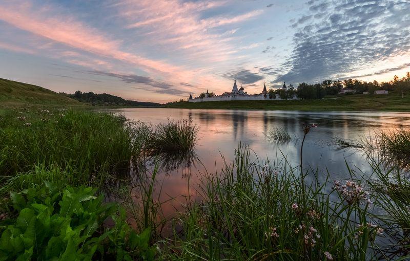 Река Волга, Старица, Успенский монастырь Утро Успенского монастыря.photo preview
