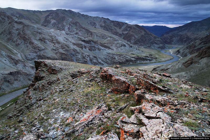 Монголия, ховд, река, длина, скалы, тучи Долина реки Ховд, Монголияphoto preview