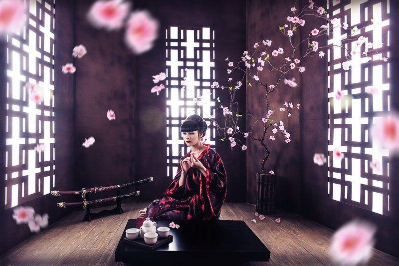 Япония, декорации, катана, чай, сакура,импульсный свет, ретушь,красивая девушка, окно, утро. Японияphoto preview