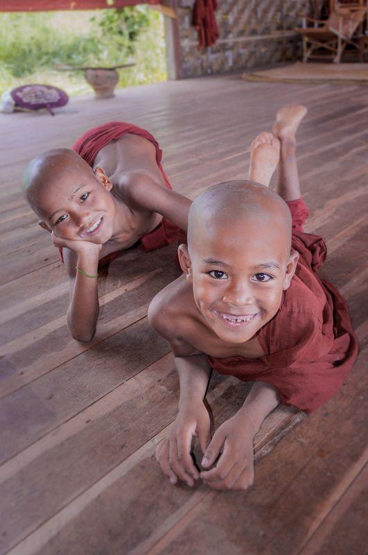 дети, монах, монастырь, портрет, мьянмар, путешествия Yang Monksphoto preview