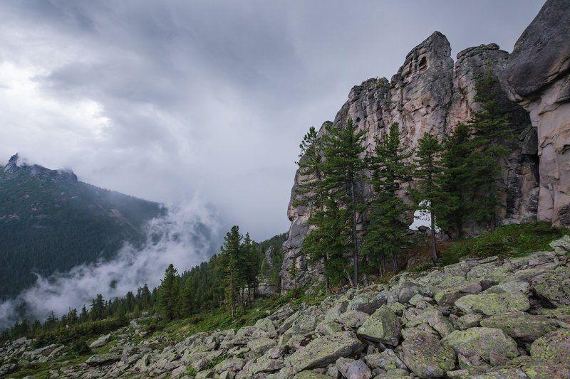 Арка, Ергаки, скалы, Западный Саян, тучи, гроза, курумник Кажется, дождь собирается...photo preview