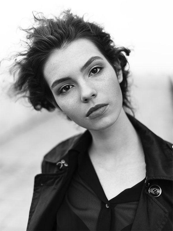 девушка портрет черно-белый чб  Янаphoto preview