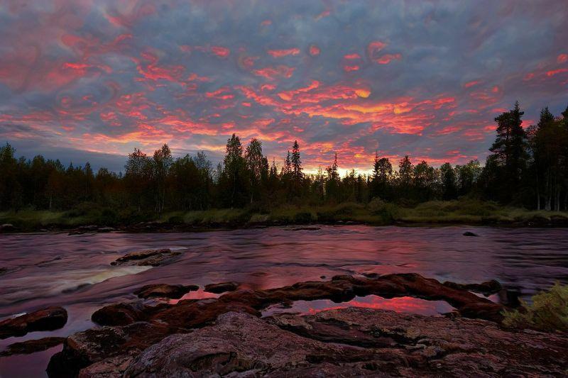 река,вода, лес, Карелия,Тумча,пейзаж Красный закатphoto preview