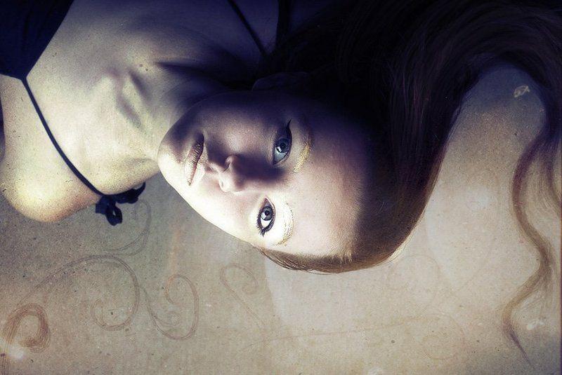 девушка, портрет погружениеphoto preview