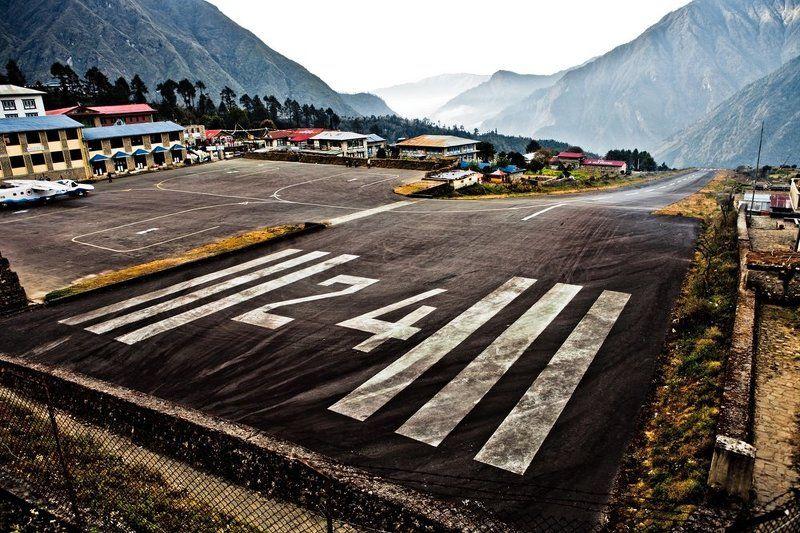 аэропорт в лукле. дорожка в пропастьphoto preview