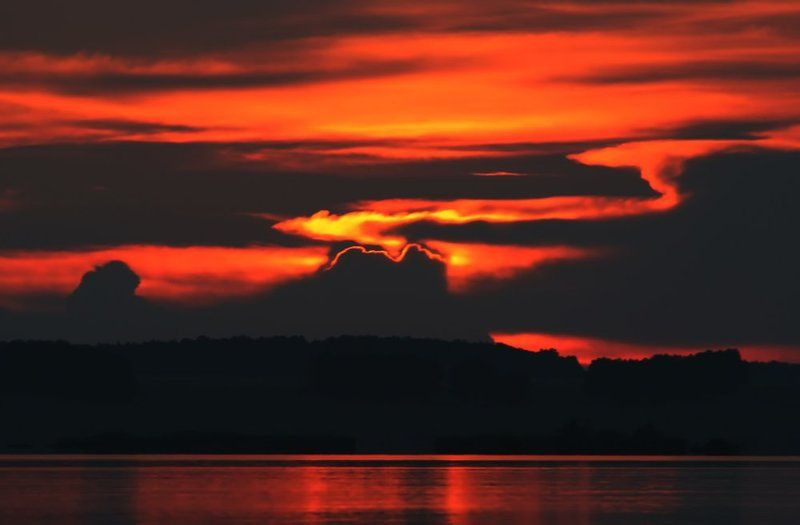 в закатном блеске пламенея...photo preview