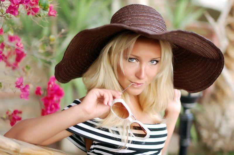 портрет, девушка, отдых В шляпеphoto preview