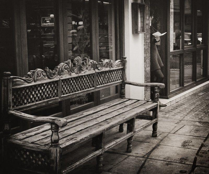 девушка, письмо, скамейка, след SoHophoto preview
