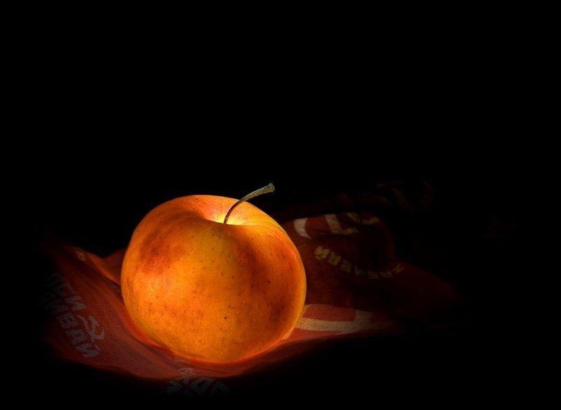 коммунизм, большевик, революция, яблоко, запретный плод, световая кисть Запретный плодphoto preview
