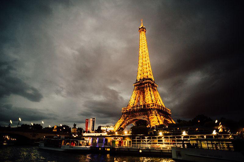 Paris, Eiffel tower *photo preview