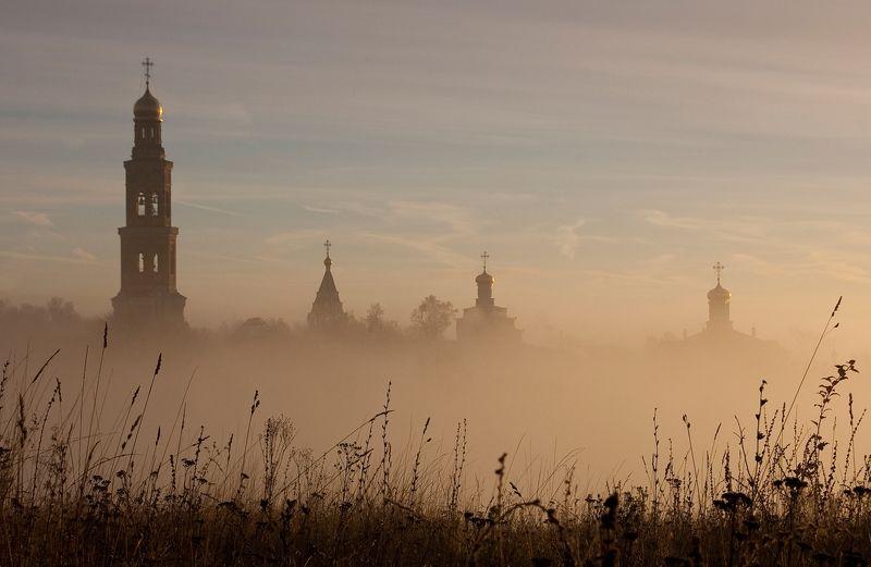 Вид с западной стороны на Пощуповский Иоанно-Богословский монастырь.photo preview