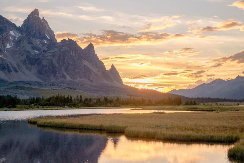 Canada, Alberta, Jasper, Tonquin, mountains Последние лучи дняphoto preview