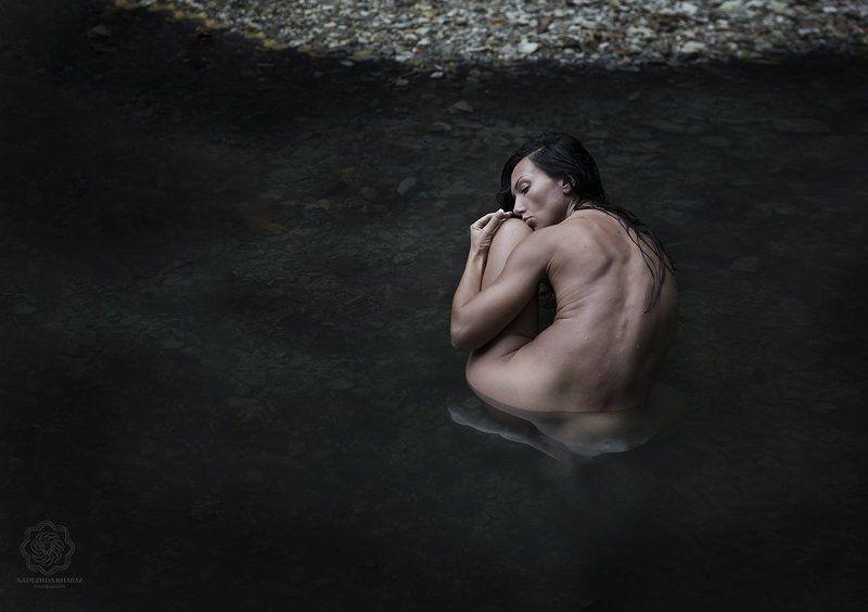 ню, обнаженная натура, черное, девушка, вода Я - черная водаphoto preview