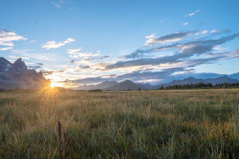 Canada, Alberta, Jasper, Tonquin, mountains Закат в долинеphoto preview
