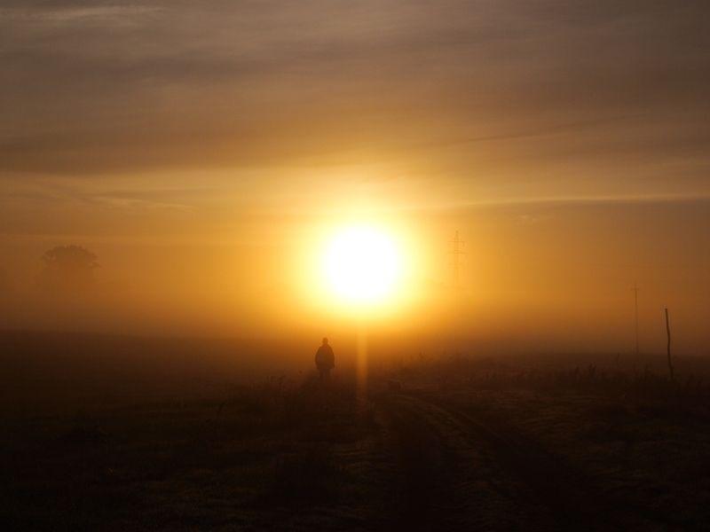 Странник идущий к рассвету...photo preview
