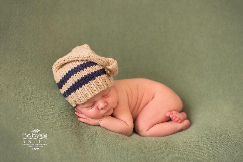 новорожденный, мальчик, шапочка,фон Романphoto preview