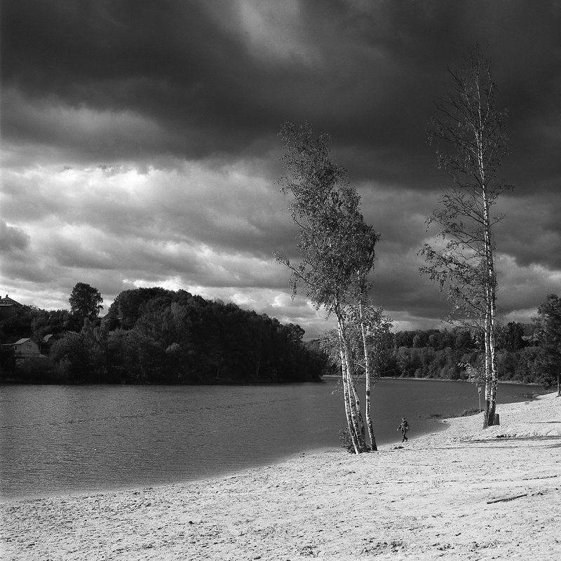 облака., осень., пляж., река. \