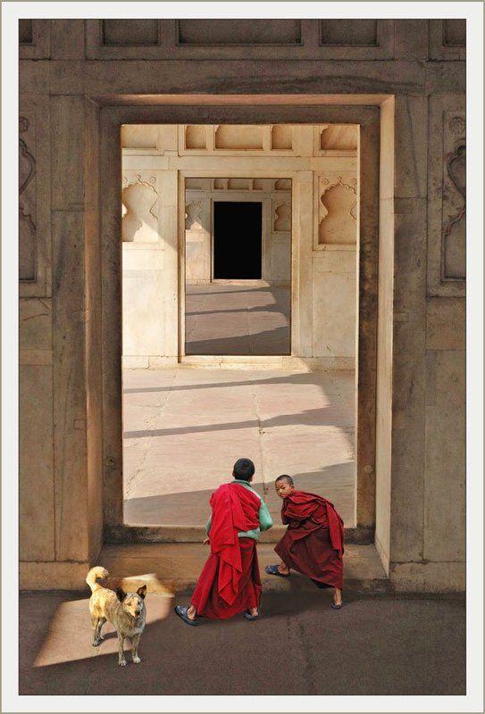 ангелы, рай, архитектура, фантазия, проход Два ангела, играющие у входа в райphoto preview