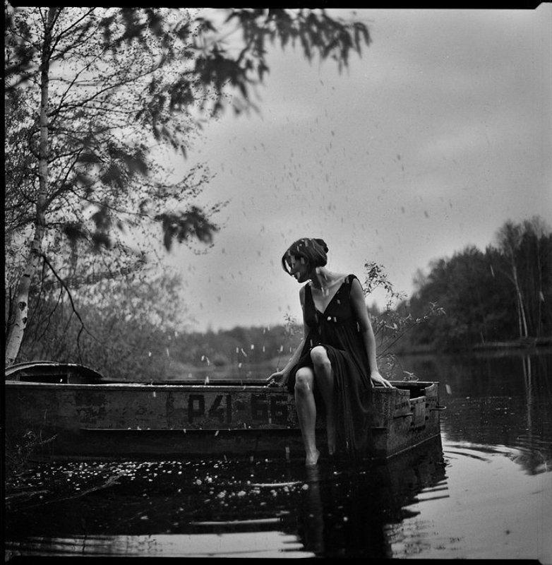 девушка, лодка, листья, липестки, река melancholyphoto preview