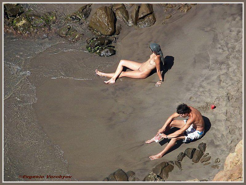 пляж.двое, поссорились Поссорилисьphoto preview
