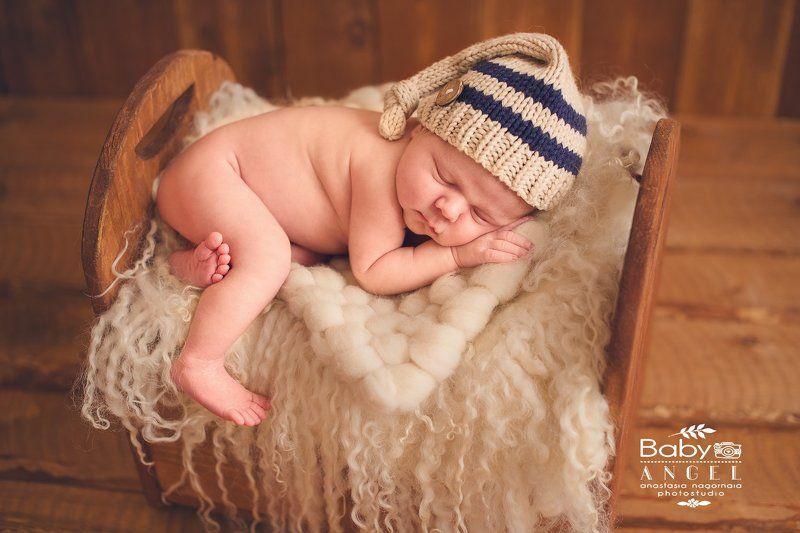 новорожденный, мальчик, шапочка ,фон, мех,кровать РОМАphoto preview