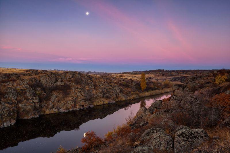 осень, небо, октябрь, луна, свет, река, рассвет, утро Ванильное небо октябряphoto preview