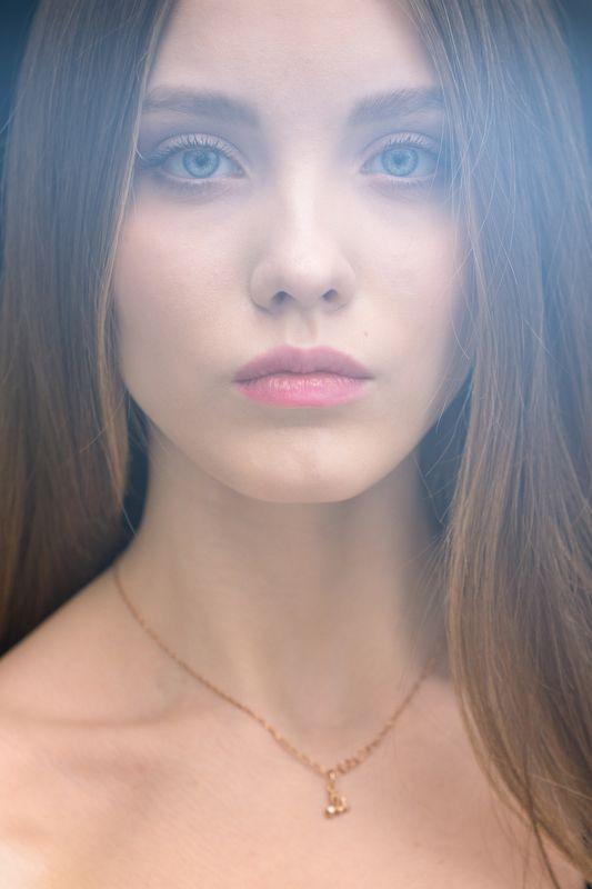 девушка, портрет Миленаphoto preview