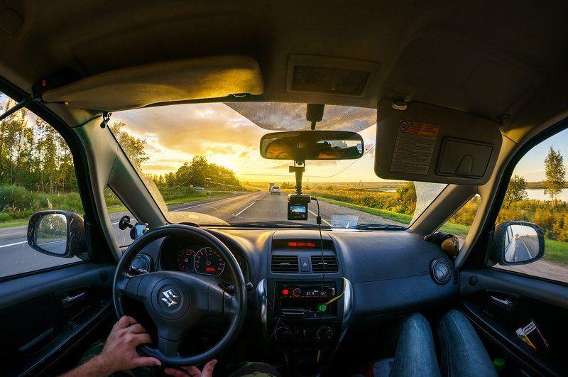 Suzuki вечер закат солнце девушка машина  Вечерняя поездкаphoto preview