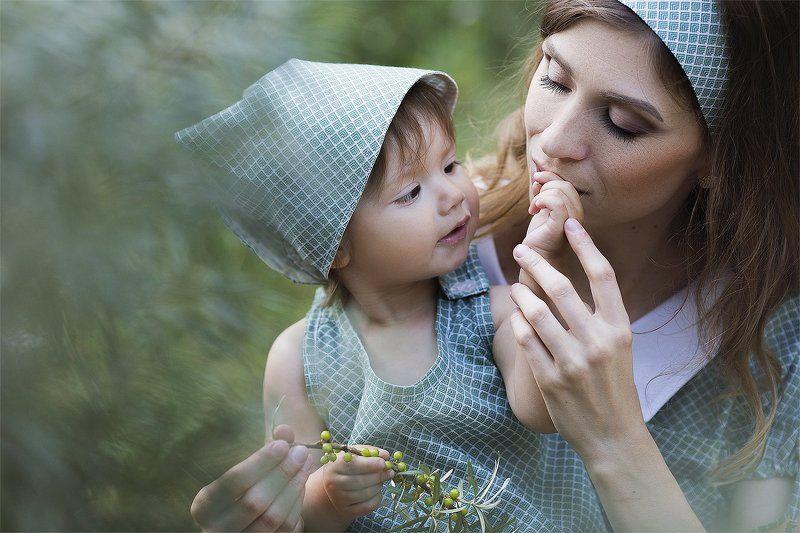 облепиха, растения, портрет, детская фотография, ребенок, любовь, мама, девочка Облепиха для мамыphoto preview