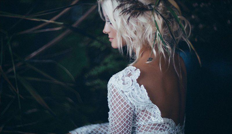 девушка свадьба платье портрет блондинка студия флористика The Language of Naturephoto preview