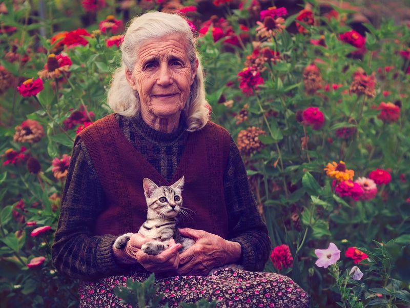 flowers, friends, cat, old woman, portrait Friends of the flowersphoto preview