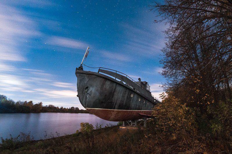 Долгопрудный, канал, корабль, подмосковье Водолазный бот БТ-2 на берегу канала им. Москвыphoto preview