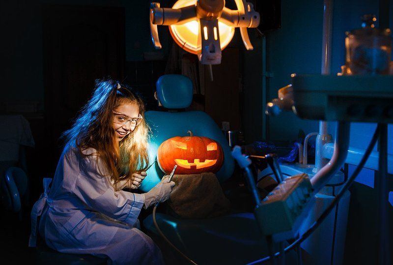 girl,dentist,jack,jackolantern,halloween,pumpkin,doctor,teeth This is gonna hurtphoto preview