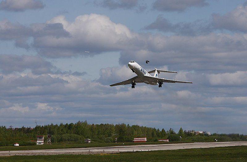 самолет птицы аэропорт Три птички...photo preview