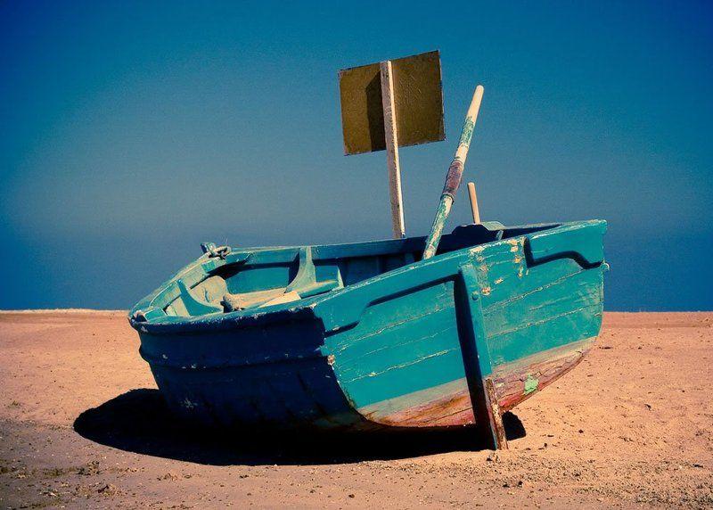 лодка, песок, пустыня, небо, море, египет, хургада, красное, синее лодка, песок и небо...photo preview
