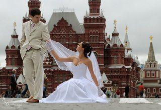 Дом, машину, дачу я тебе уже подарил... а тебе еще и половину России в придачу?....
