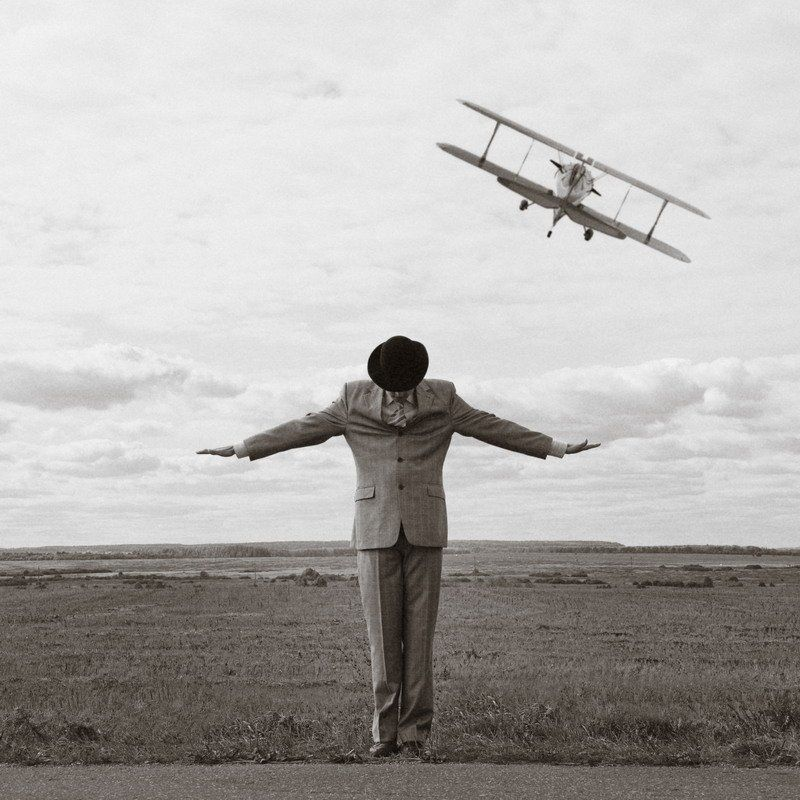 самолет, мужчина, поле, костюм Почему люди не летают?photo preview