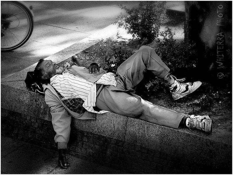 бомж, нищий, сон Сны о лучшей жизни...photo preview