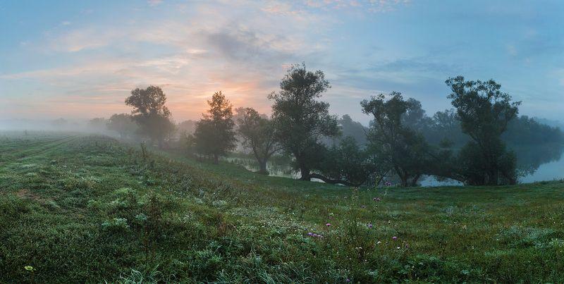 Туманным утром в районе старой макаронной фабрикиphoto preview